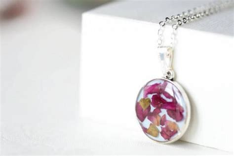 epoxy resin for jewelry epoxy resin pendant with petals pendant necklace