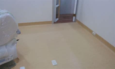 piso vinilico en rollo foto piso vinilico en rollo con retorno de iinstalador de