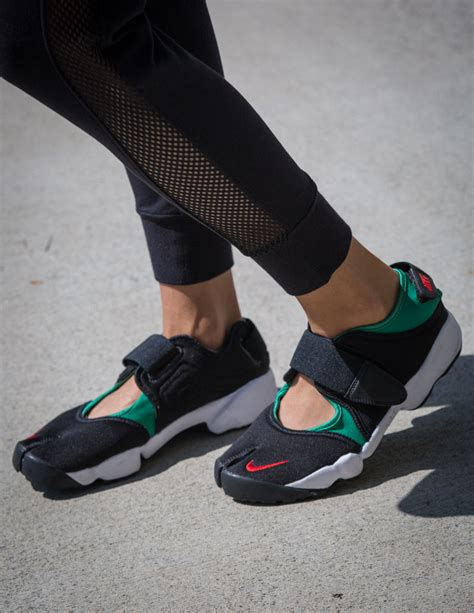 nike air rift sweat the style