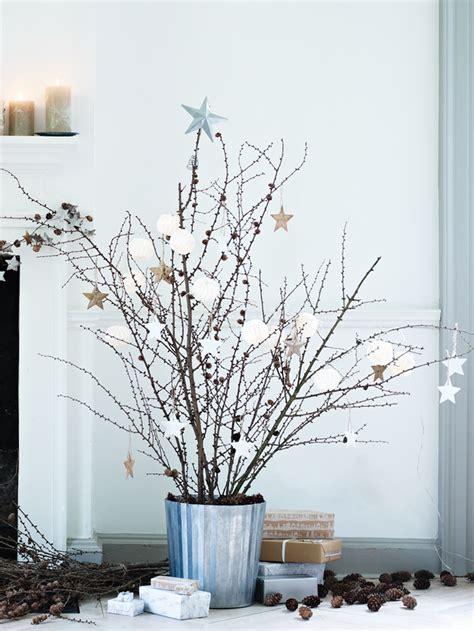 icono interiorismo arboles de navidad hechos con ramas secas