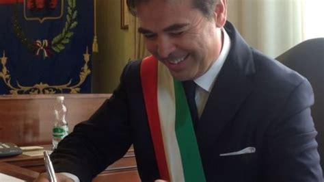 omissioni atti d ufficio foggia indagato il sindaco landella quot omissione di atti d