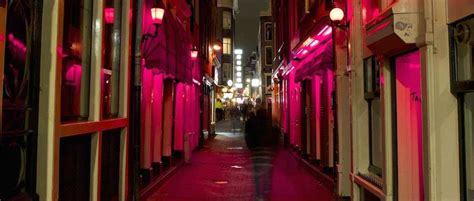 netherlands light district is it common for to visit the light district