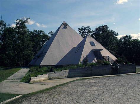 pyramid house pyramid house