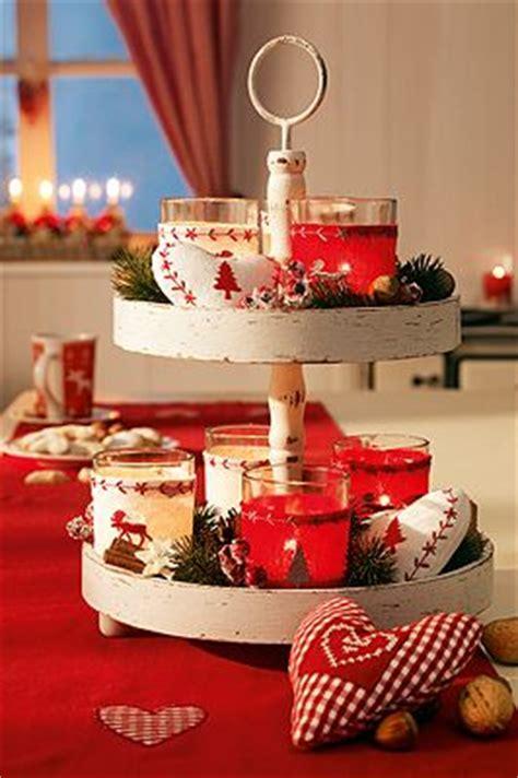 etagere weihnachten tischdeko f 252 r weihnachten rot wei 223 dekorierte etagere