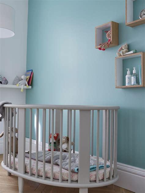 couleurs chambre enfant une douce couleur bleue topaze sur les murs pour une