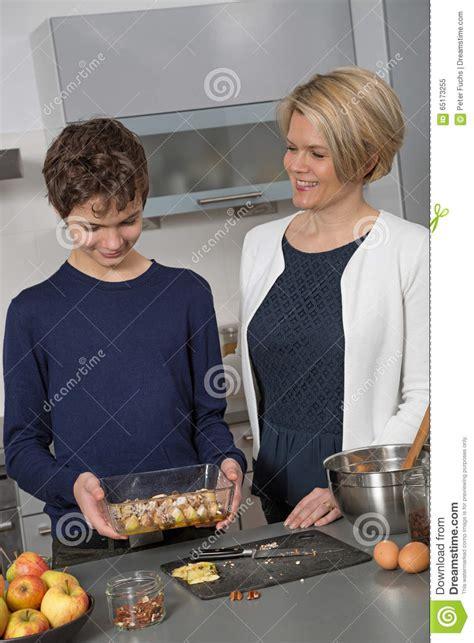 madre e hijo cogen madre e hijo cogen en la cocina xxxx madre e hijo cogen