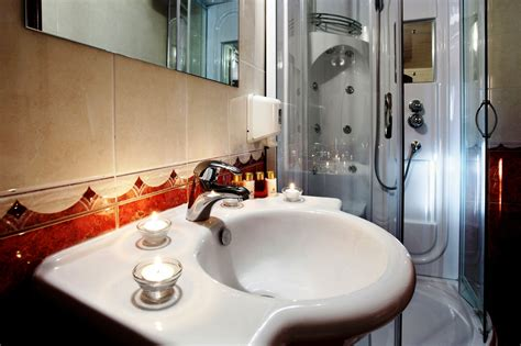 motor sailor luna luna bathroom 4 luxury yacht