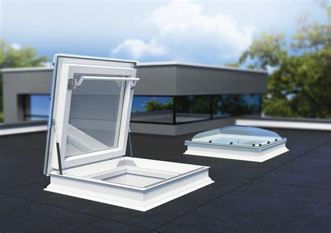 velux lichtkoepel ventilerend nieuw fakro platdakraam en lichtkoepel met daktoegang
