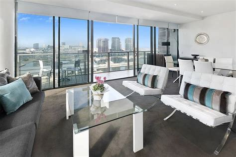 3 bedroom apartment docklands three bedroom holiday apartments docklands melbourne