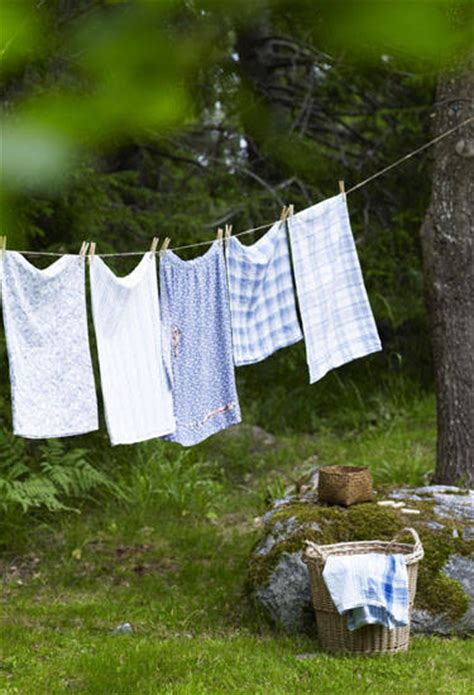 do you wash colored clothes in warm water laundry tips how to do laundry