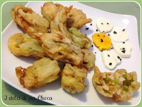 fiori di zucca mozzarella fiori di zucca ripieni di acciughe e mozzarella i dolci