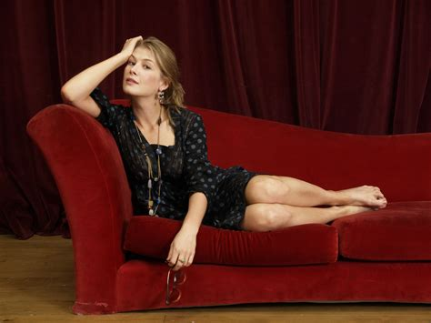 samantha bond legs what i don t think a website dedicated to celebrity