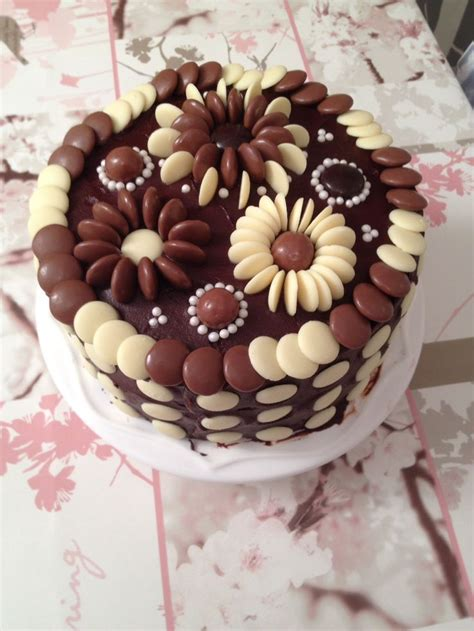 Chocolate Ganache Cake Decoration by 25 Best Ideas About Chocolate Cake Decorated On