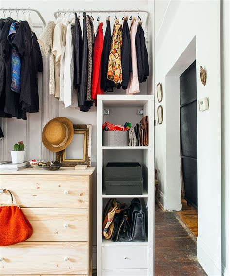 How To Organize An Apartment Closet by How To An Apartment In 2016 Closet