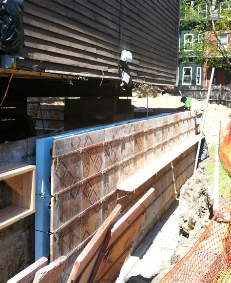 how much does it cost to build a basement foundation