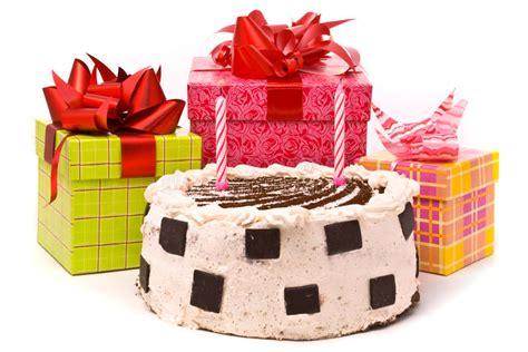 grafico a candele grafico a torta con due candele e regali fotografia stock