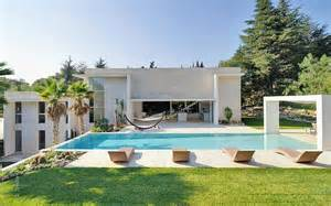 Two Bedroom Apartments In Los Angeles modern villa with pool