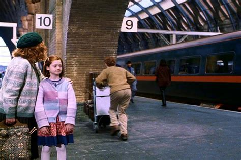 Kaos Harry Potter Harry Potter Platform 9 And 3 4 Graphics Lengan Panj harry potter locations liz and rob go travelling