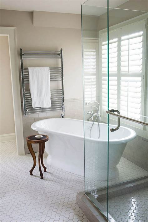 corner shower tub small bathroom 25 best ideas about corner showers on small