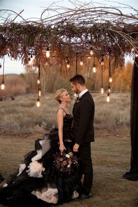 36 Ideas To Throw A Halloween Wedding With Style