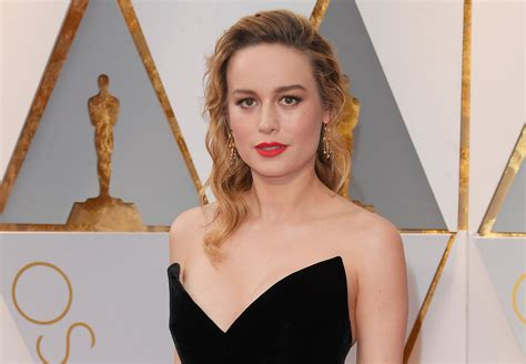 brie larson casey affleck brie larson addresses not clapping for casey affleck at