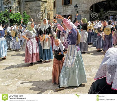 moros y cristianos moors 1543672396 dancing at moors and christians festival moros y cristianos fiesta soller mallorca editorial