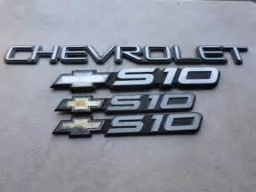 00 03 chevy s10 door 15733585 logo tailgate 15998983