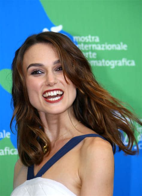 Keira Knightley Refuses To Smile by Keira Knightley Mine Bryster Er 230 Gte Bt Underholdning
