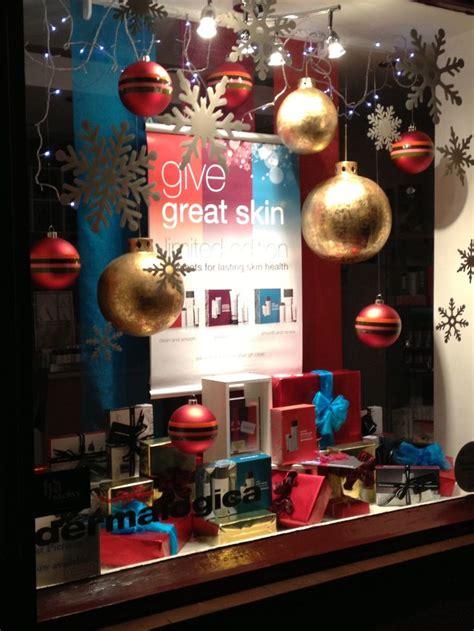 simple effective christmas window  helen goodwin