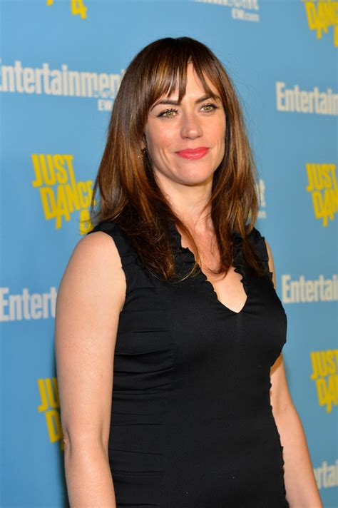 does mavgie siff wear extensions maggie siff long straight cut with bangs maggie siff
