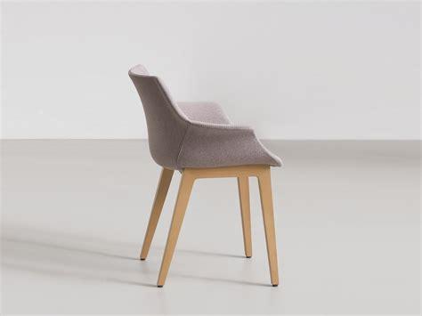 gepolsterter stuhl gepolsterter stuhl mit armlehnen more bl by gaber design