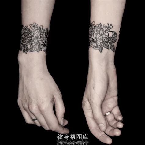 手臂黑白花环情侣纹身图案香气溢出 情侣纹身图案大全 纹身图库