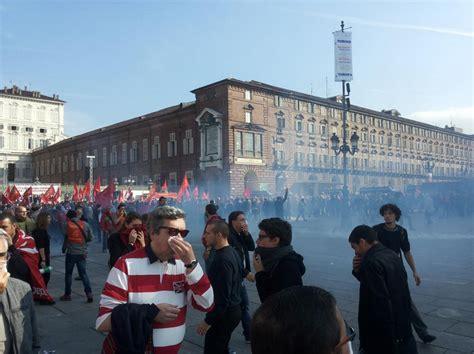 ufficio registro torino torino tensione tra studenti e polizia le immagini