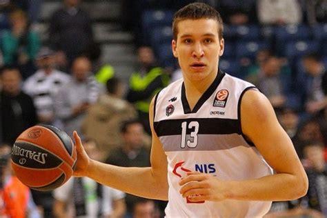 German basketball player refuses to sign a boy's autograph ... Bogdan Bogdanovic