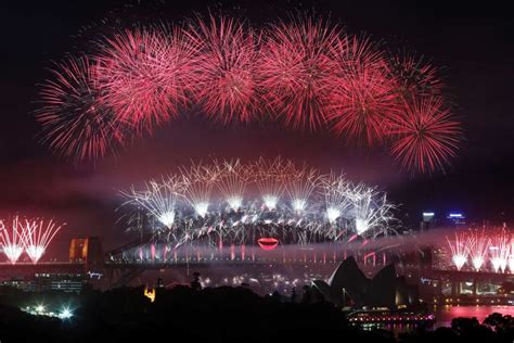new year celebrations australia sydney celebrates new year with a abc news