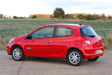 renault hatch renault clio hatchback review 2005 2012 parkers