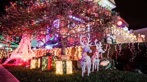 things to do with christmas lights dyker heights lights 2017 guide and how to get there