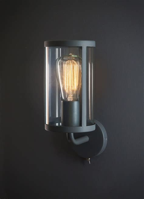 beleuchtung hauswand cadogan wall light in charcoal glass garden trading