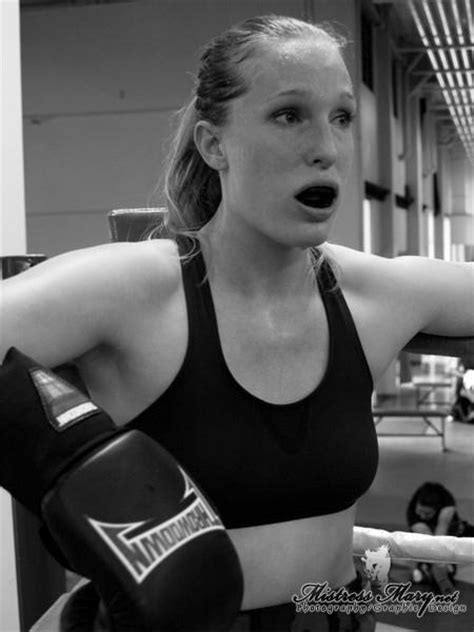 Top 10 MMA Pro Female Fighter Elaina Maxwell, a Student of