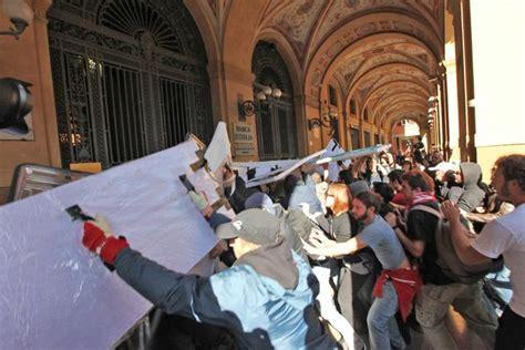 ufficio notifiche esecuzioni e protesti bologna 171 indignati 187 scontri con la polizia ferita una