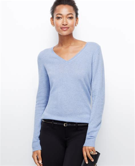 Sweater Chelsea H09 1 chelsea v neck sweater in blue lyst