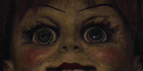 film horor anabel watch the conjuring prequel annabelle gets a pretty scary