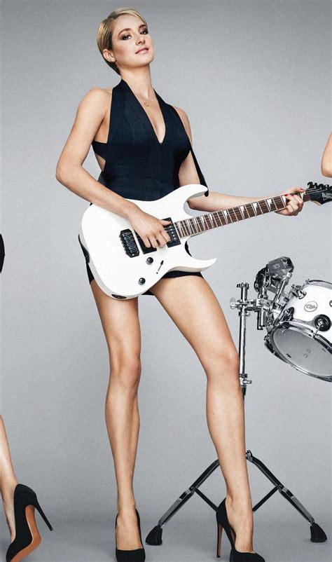 or legs pop minute shailene woodley legs guitar gq photos photo 6
