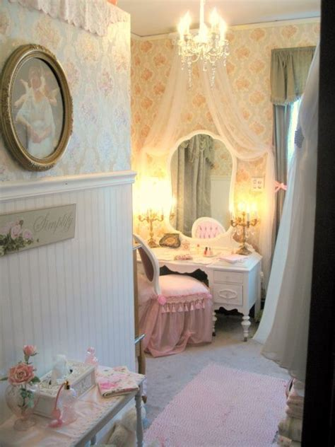 Flowing Shabby Chic how soft this looks for a room recover chair possibly fabric