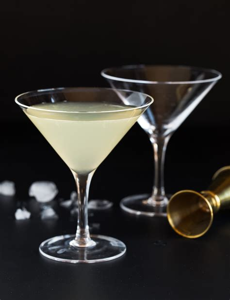 martini and elderflower martini martinis drinkwire