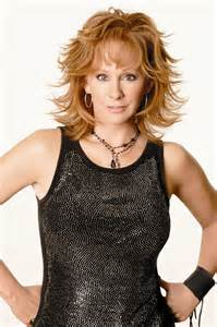 pics of reba mcintyre in pixie hair style reba mcentire with short hair hairstylegalleries com