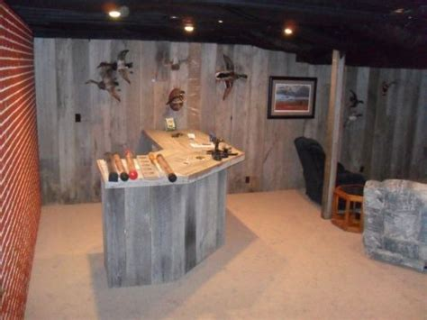 outdoorsman cave design idea featuring wooden bar