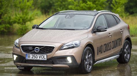 volvo test drive volvo v40 cross country review autoevolution