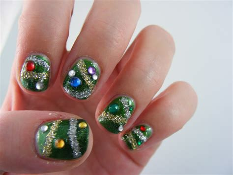 art evolve crazy christmas tree nails
