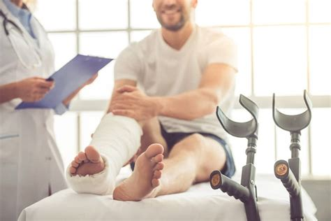 Doctor After Car - 5 reasons to see an orthopedic doctor after a car